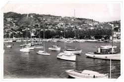 Les Cartes Postales Semi Modernes (CPSM) en noir et blanc