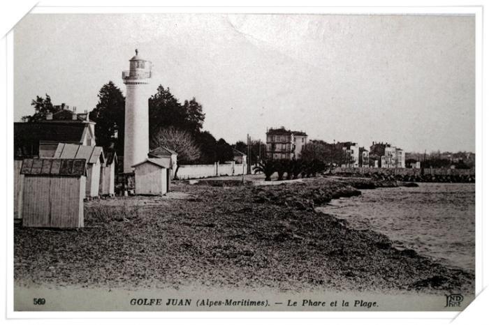 Vue sur l'ancien phare et la plage