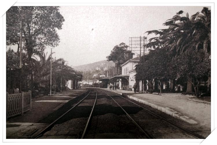 La gare de Golfe depuis l'ancien passage à niveau
