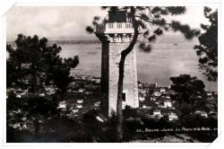 Belle vue du nouveau phare avec la rade