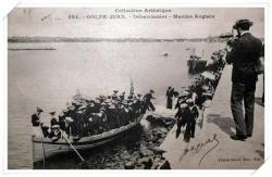 Le débarcadère avec des marins anglais