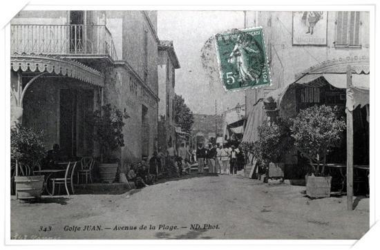L'avenue de la gare depuis le boulevard des Frères Roustan