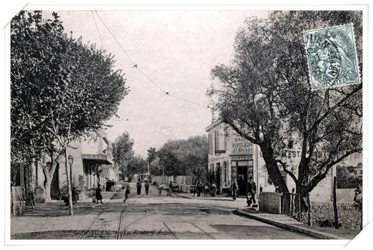 La colonne à gauche, l'olivier à droite faisant angle avec l'avenue de la Gare.