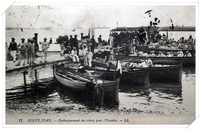Le ravitaillement en vivres sur le ponton (ou débarcadère).