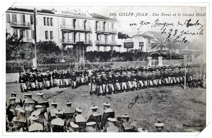 Revue de l'Escadre française devant l'Hôtel de la Plage