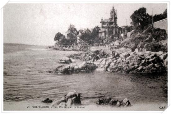 Vue du manoir depuis les rochers de Bijou Plage