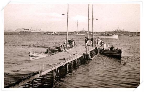 L'escadre au débarcadère en 1884 selon Ed. La Cigogne