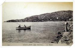 Partie de pêche depuis les rochers de la jetée et depuis le pointu