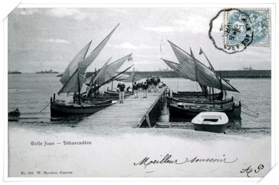 CPA très animée dur l'Escadre anglaise sur le débarcadère