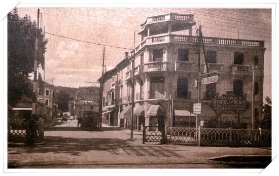 Très vue de l'avenue de la Gare avec l'ancien passage à niveau