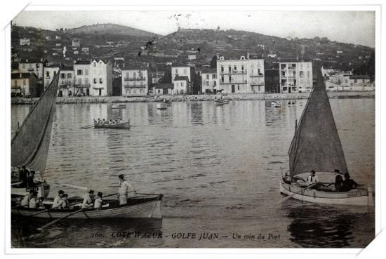 Pointus avec leurs gréements avec des canots de l'Escadre française