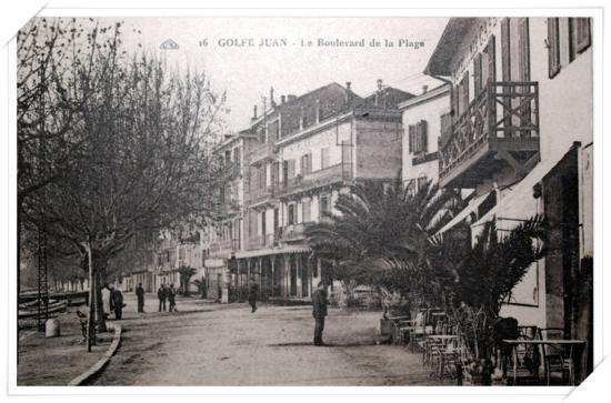 Autre vue vers Cannes de l'avenue avec d'autres terrasses