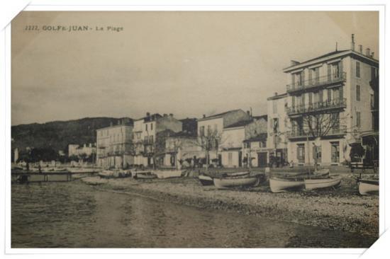 Vue sur le port et l'avenue des Frères Roustan