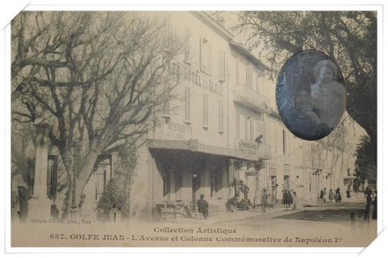 Vue sur l'hôtel du globe et la colonne commémorative avec un médaillon