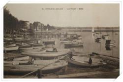 Belle vue sur le port et ses différents bateaux